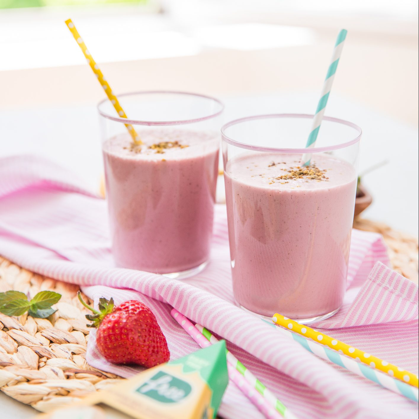 Strawberry-smoothie-with-d'free-natural