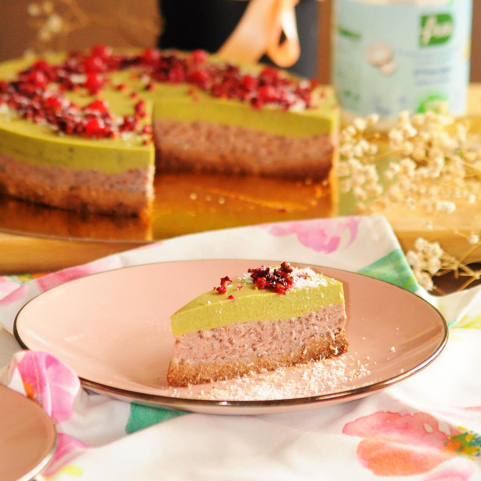 веган-торта-с-матча-и-червени-боровинки1